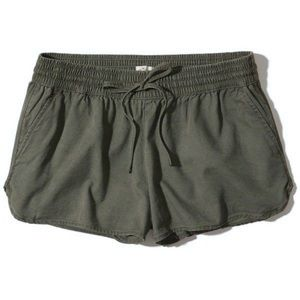 Hollister 2/$20   Curved Hem Soft Twill Shorts